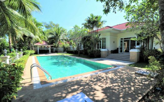 Land & House Chalong villa for rent